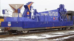 Railcar cleaning equipment